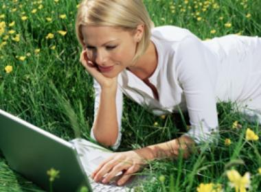 Benefits of Going Green With a Paperless Payroll